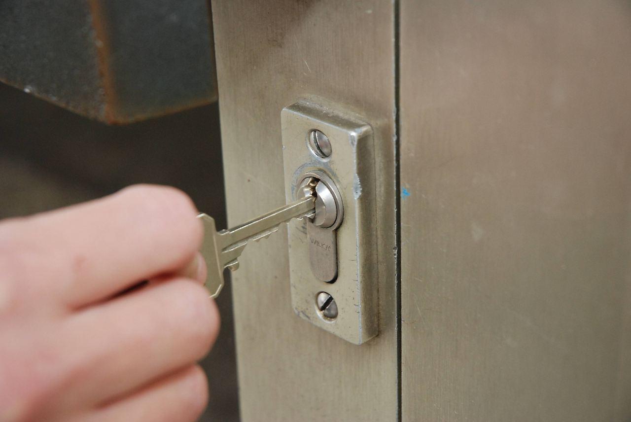 sicherheit zu hause t rschl sser haben teils gro e. Black Bedroom Furniture Sets. Home Design Ideas