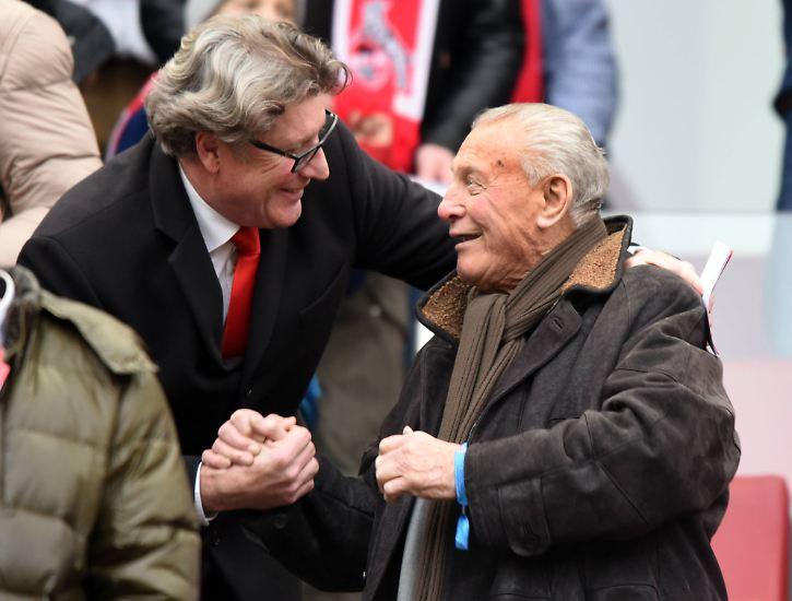 Er ist immer ein gern gesehener Gast. Vizepräsident Toni Schumacher hätte gern mit ihm zusammen auf dem Platz gestanden, sagt er.