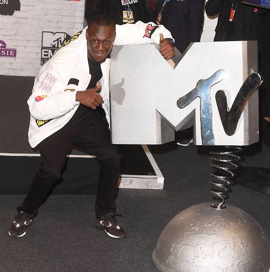 Ja, MTV gibt es noch! Und Preise auch. Alle haben sich schick gemacht: ...