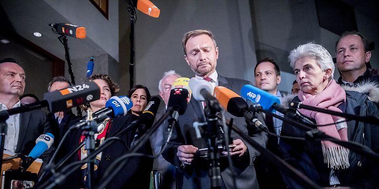 """Christian Lindner, FDP-Chef:  """"Es hat sich gezeigt, dass die vier Gesprächspartner keine gemeinsame Vorstellung von der Modernisierung unseres Landes und vor allen Dingen keine gemeinsame Vertrauensbasis entwickeln konnten."""""""