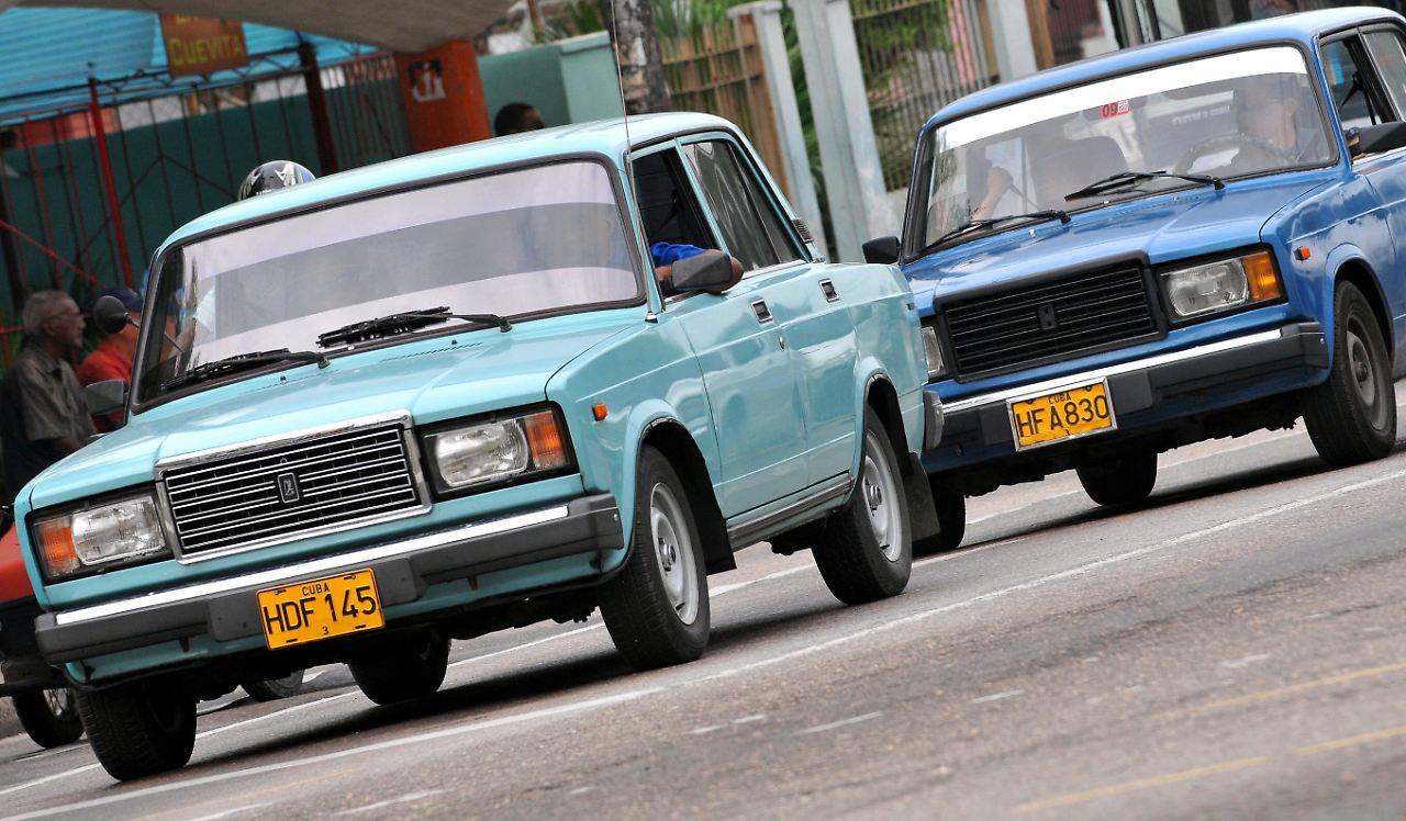 Russische Autos ersetzen amerikanische Oldtimer auf Kuba - Medien