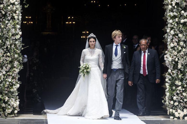 Nach der standesamtlichen Trauung in London im November 2017 haben Prinz Christian von Hannover und seine Frau Alessandra de Osma ihr Ehegelübde nun auch vor der Kirche abgelegt.