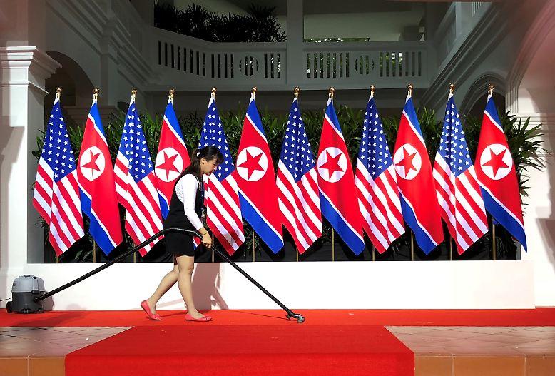 In Singapur wird Geschichte geschrieben. Letzte Vorbereitungen für ein ungewöhnliches Treffen.