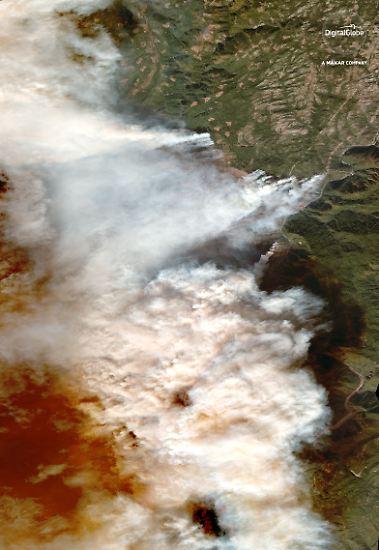 Die Waldbrände in Kalifornien sind so verheerend, dass sie auch aus dem Weltall deutlich sichtbar sind.
