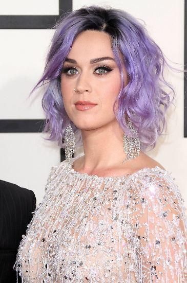 """Im Jahr 2015, als Katy Perry auf dem Cover des Magazins """"Forbes"""" erschien, nachdem sie in einem einzigen Jahr 135 Millionen Dollar verdient hatte, wusste sie schon, dass sie sich ihren Platz im Popstar-Geschäft gesichert hatte ..."""