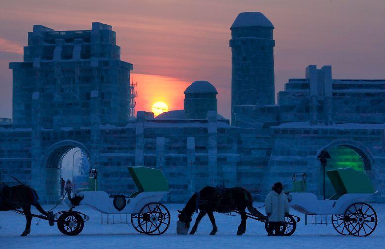 Jedes Jahr im Winter, in der Regel von Anfang Januar bis Mitte Februar, findet im chinesischen Harbin ...