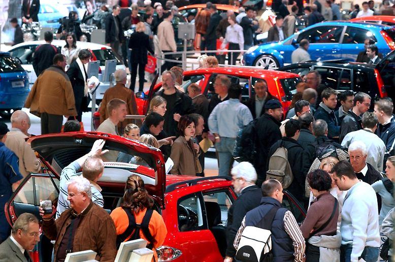Genf, die Show für die spektakulären und aufregenden Momente im Auto-Kalender. Jedes Jahr werden hier die wichtigsten und spannendsten Premieren gezeigt. Die IAA in Frankfurt mag größer sein, aber Genf ist schon immer zuständig für Auto-Neuheiten, die Geschichte schreiben.