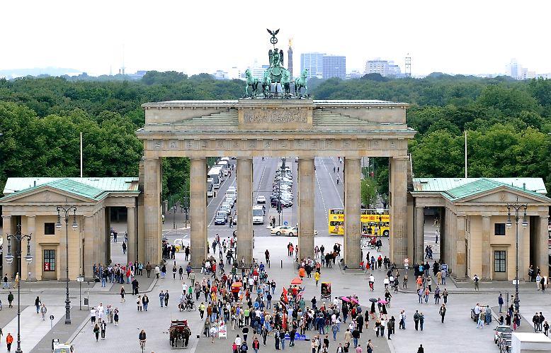 Das Brandenburger Tor in Berlin ist das weltweit bekannte Wahrzeichen der Stadt.
