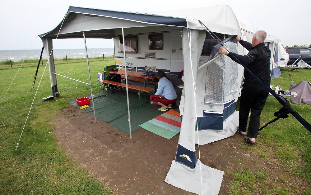 camping an der ostsee gute laune trotz regenwetter n. Black Bedroom Furniture Sets. Home Design Ideas