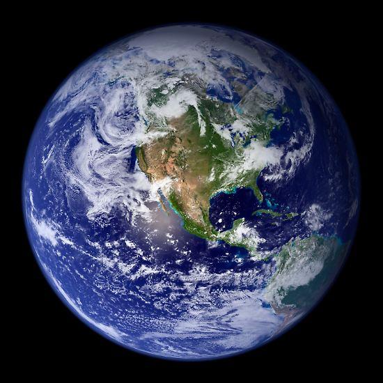 Zu mehr als zwei Dritteln ist der Planet Erde von Wasser bedeckt. Mächtige Ozeane trennen die Landmassen. Länder wie die Vereinigten Staaten sehen sich in allen Himmelsrichtungen von nichts als Wind und Wellen umgeben.