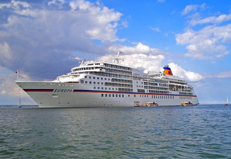 """Die """"MS Europa"""" reist seit 1999 um die Welt. Und seit seiner  Indienststellung fährt das Kreuzfahrtschiff stets ganz vorn mit."""