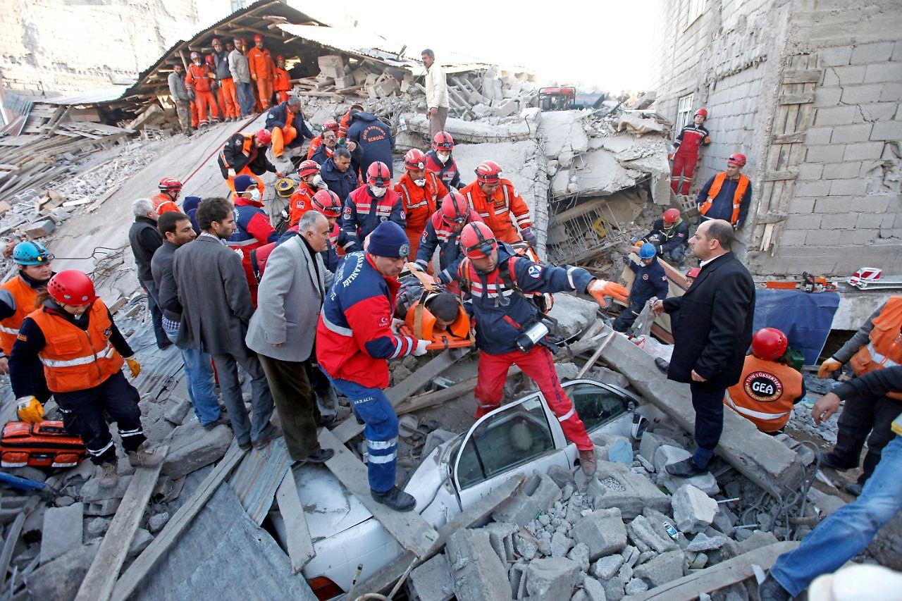 Schweres Erdbeben in Ostanatolien: Opferzahl in der Türkei ...