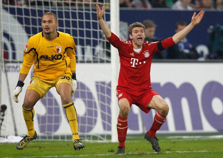 Das Fußballerleben schlägt manchmal seltsame Volten. Da kämpft man als Profi von Rekordmeister FC Bayern um den Sieg bei Aufsteiger FC Augsburg und muss sich unerwartet tüchtig strecken.
