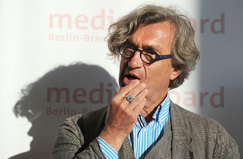 """Trommelwirbel!!!! WIR sind dabei! Wim Wenders ist mit seiner """"Pina"""" für den besten Doku-Oscar nominiert. Und das Beste daran: Er bekam die Nachricht bequem zum Nachmittagskaffee!"""