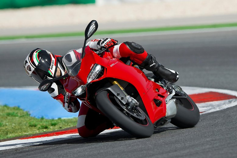 Den Kracher schlechthin liefert in diesem Jahr die Sportbike-Schmiede Ducati. Die Panigale 1199 hat das Zeug dazu, ...