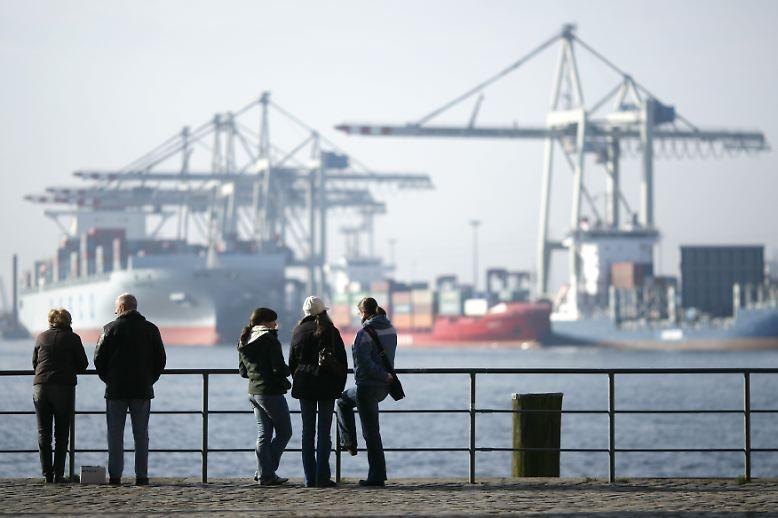Deutschland ist stark im Außenhandel: Allein im Jahr 2011 gehen Güter im Wert von etwas mehr als einer Billion Euro von Deutschland aus auf die Reise.