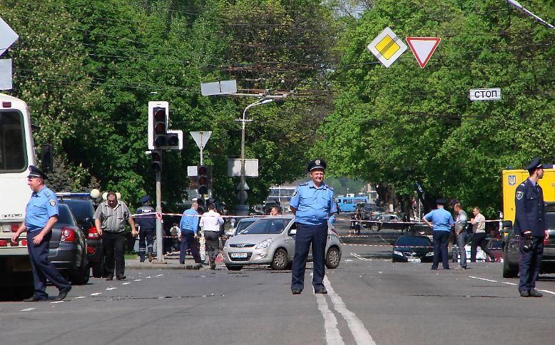 Sechs Wochen vor Beginn der Fußball-EM erschüttert eine Anschlagsserie in der Ukraine die Industriestadt Dnjepropetrowsk.