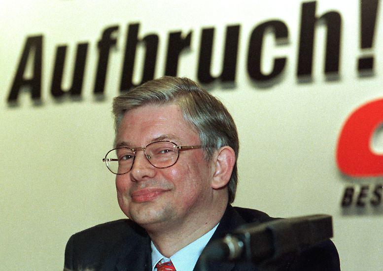 Roland Koch: Im Mai 2010 kündigte Hessens Ministerpräsident überraschend seinen Rückzug von allen politischen Ämtern an. Koch war zeitweilig sogar als möglicher Kanzlerkandidat der Union gehandelt worden.