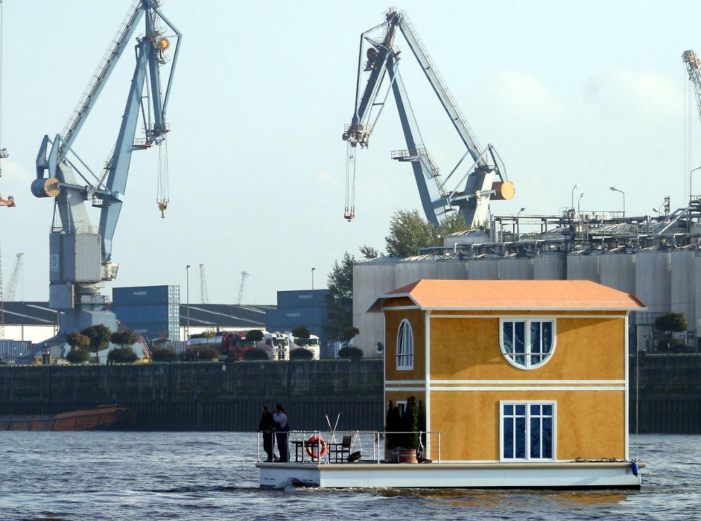 wohnen auf dem hausboot wasserlagen sind begehrt n. Black Bedroom Furniture Sets. Home Design Ideas