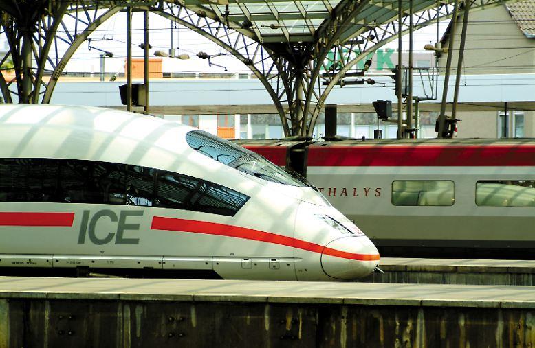 Ob ICE 3 oder französischer Thalys: Beide Hochgeschwindkeitszüge sind in voller Fahrt mit 300 Kilometern je Stunde auf den Schienen unterwegs.