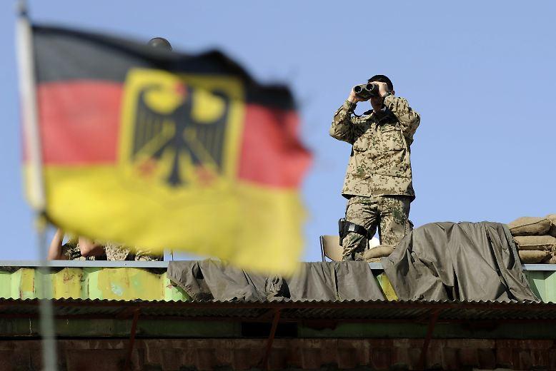 """Dieser Auftrag ist nicht ohne: """"Die Bundeswehr schützt Deutschland und seine Bürgerinnen und Bürger"""", heißt es in den offiziellen verteidigungspolitischen Richtlinien, und ..."""