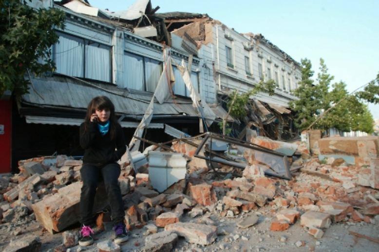 Eines der schwersten jemals gemessenen Erdbeben hat den Westen Chiles erschüttert und in ein Katastrophengebiet verwandelt.