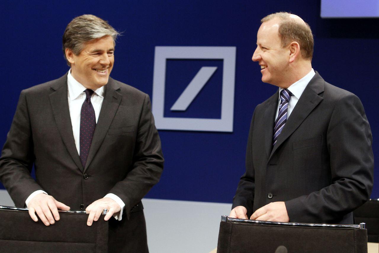 36b33d48a1a Gefragter Gesprächspartner  Finanzchef Stefan Krause (rechts) bei der  Bilanzpressekonferenz Anfang Februar.