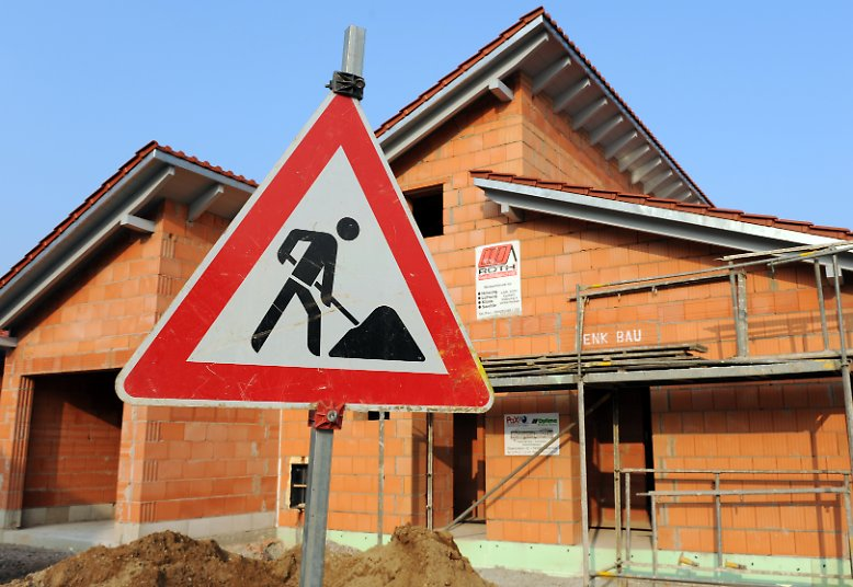 Jeder private Bauherr weiß: Der Bau eines Hauses erfordert mehr als Steine, Holz und Mörtel. Eine Menge Geld ist nötig, aber für unvorgesehene Kostenexplosionen ist eigentlich kein Platz.
