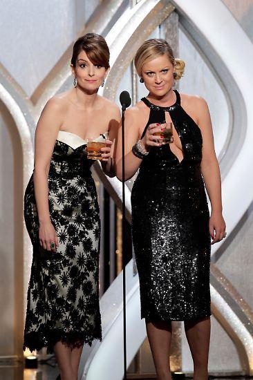 Langeweile oder Einsamkeit muss Jodie Foster aber nicht fürchten - denn nach dem Single-Outing verabschiedet sich das Moderator-Duo Fey und Poehler vom Publikum - sie wollen nach der Show schnurstracks zu Jodie gehen. Darauf einen Drink! (Text: Samira Lazarovic)