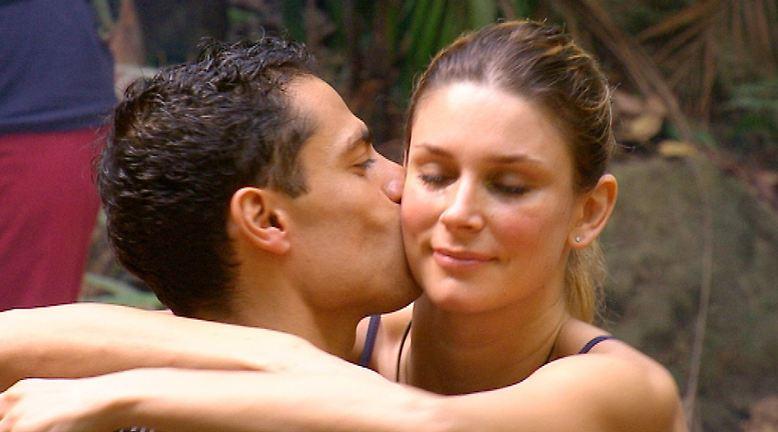 Silva Gonzalez verabschiedet sich von Claudelle Deckert.
