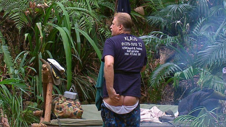 Und dann, weil er sein Gesäß präsentierte und sein Genital. Das war dann die hässliche Seite der ersten Dschungelcamp-Hälfte. (Alle Bilder: RTL / Text: Thomas E. Schmitt)