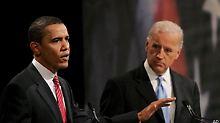 Joseph Biden (r) soll Barack Obamas (l) sicherheits- und außenpolitische Schwächen ausgleichen.