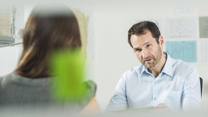 Mit unangenehmen Fragen prüfen Personaler, wie sich Bewerber unter Stress verhalten.