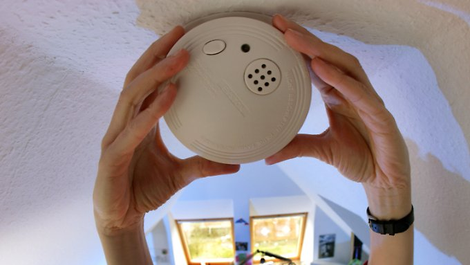 Einmal installiert, bieten Rauchmelder mit Langzeit-Batterien zehn Jahre Sicherheit.