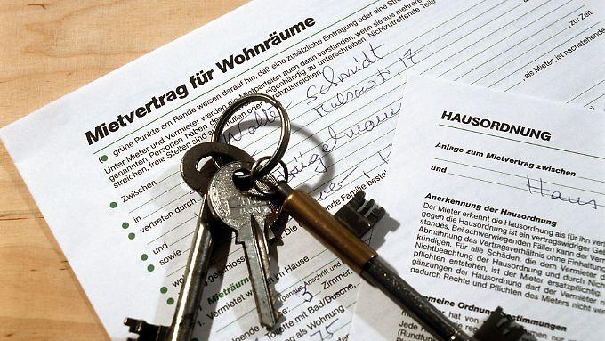 Zu einem Mietvertrag sollte man auch immer ein Übergabeprotokoll bei Ein- und Auszug anfertigen.
