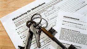 Wenn längere Fristen im Mietvertrag vereinbart sind, muss sich de Vermieter daran halten.