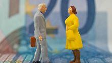 Noch gibt es für Männer und Frauen bei Versicherungen unterschiedliche Tarife. Ab Dezember müssen Versicherer allerdings Unisex-Tarife anbieten.