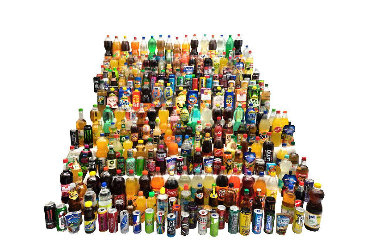 Erfrischungsgetränke voller Zucker: Foodwatch: Damit Durst löschen ...